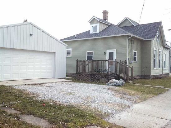 518 W 3rd St, Rushville, IN 46173