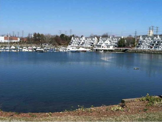 733 Popes Island Rd, Milford, CT 06461