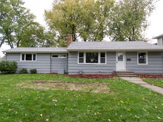 1627 Hollywood Ct, Falcon Heights, MN 55108