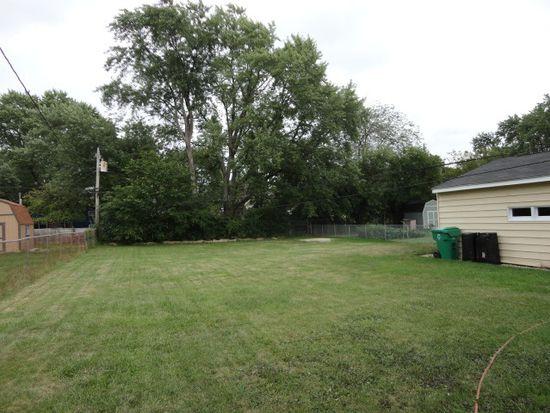 577 Nash Rd, Crystal Lake, IL 60014