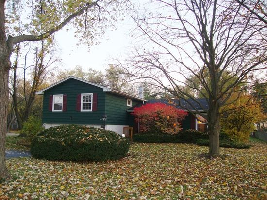 26W511 Parkway Dr, Winfield, IL 60190