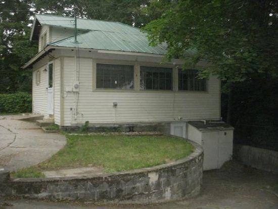 39 Woodland St, Claremont, NH 03743