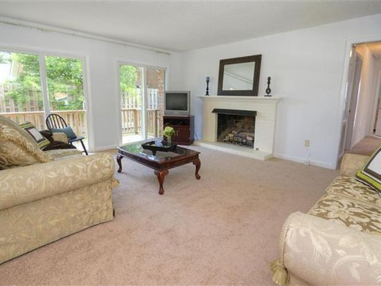 106 River Dr, Southport, NC 28461