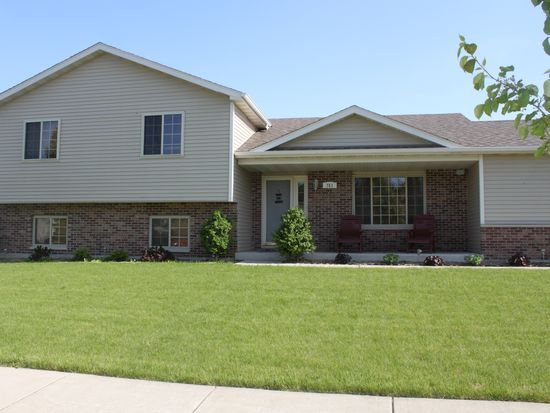 741 Country Squire Ct, Morris, IL 60450