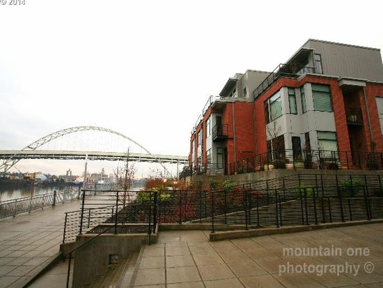 1742 NW Riverscape St, Portland, OR 97209