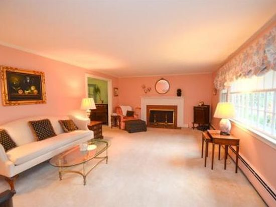 552 Franklin St, Reading, MA 01867