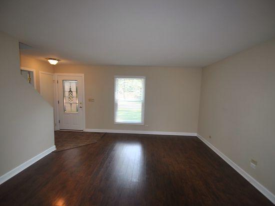 812 W Wegner Rd, Mchenry, IL 60051