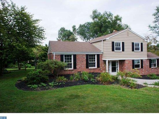 36 N Forge Manor Dr, Phoenixville, PA 19460