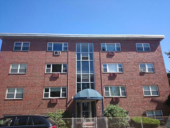 211 Baker St APT 32, Boston, MA 02132