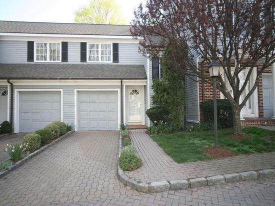 8 Ward Ln, Darien, CT 06820
