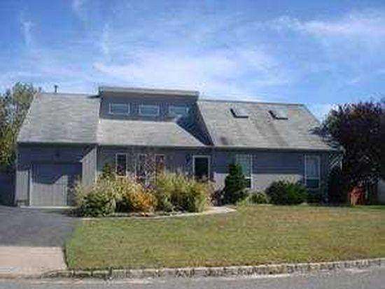23 Meadow Ct, Manorville, NY 11949
