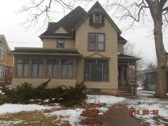 24 N Porter St, Elgin, IL 60120