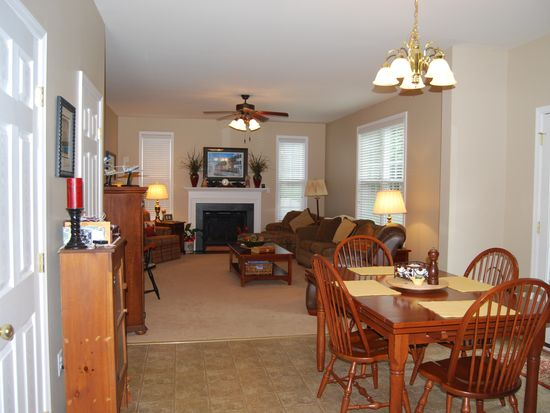 2716 Queensberry Dr, Huntingtown, MD 20639