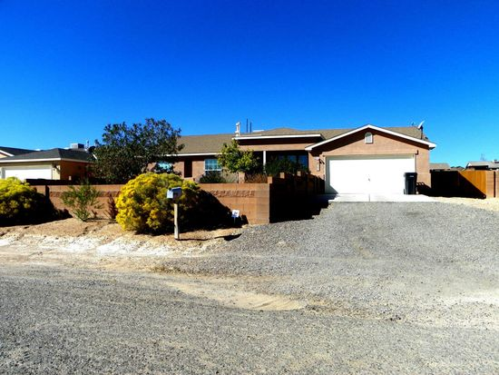 525 8th St NE, Rio Rancho, NM 87124