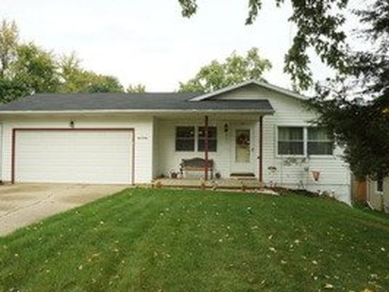 109 Hunters Path, Lake In The Hills, IL 60156