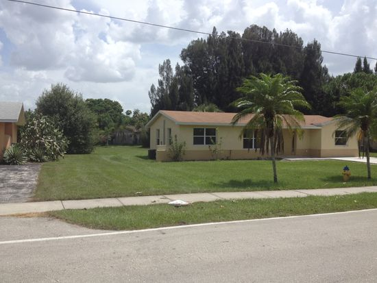 3846 Edgewood Ave, Fort Myers, FL 33916