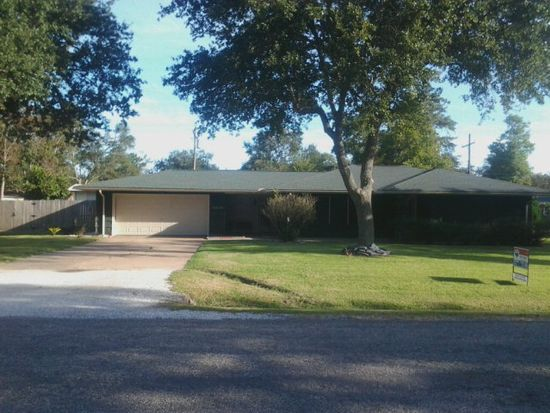 2433 12th St, Port Neches, TX 77651