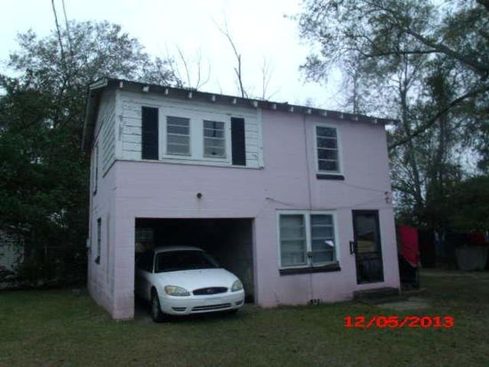 423 8th St NW, Moultrie, GA 31768