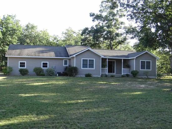 11777 Many Oaks Dr, Interlochen, MI 49643