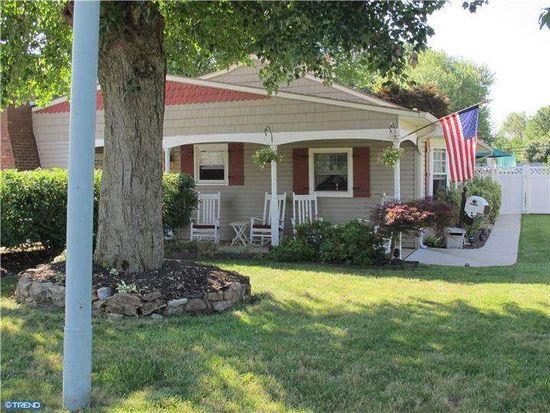 818 Austin Dr, Fairless Hills, PA 19030