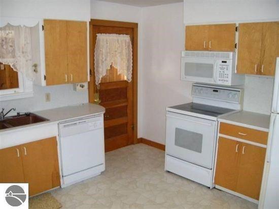 8494 S Schomberg Rd, Cedar, MI 49621