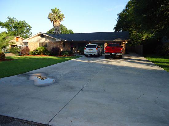 6311 Garner St, Groves, TX 77619