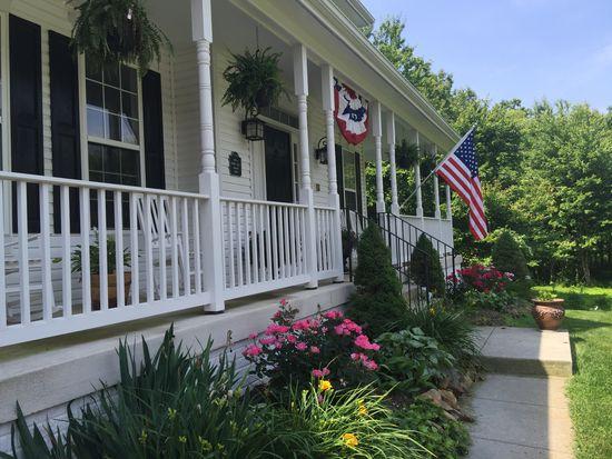 35683 Mclean Ct, Round Hill, VA 20141