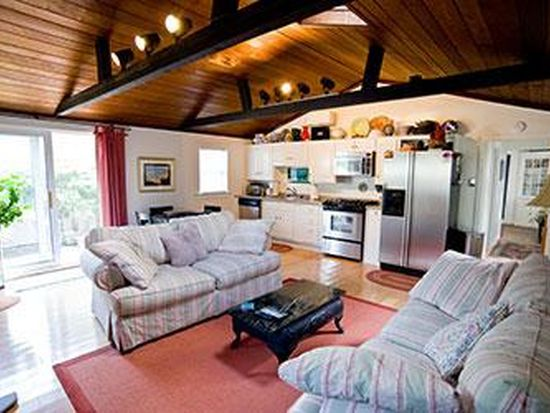 8 Wiley St, Gloucester, MA 01930