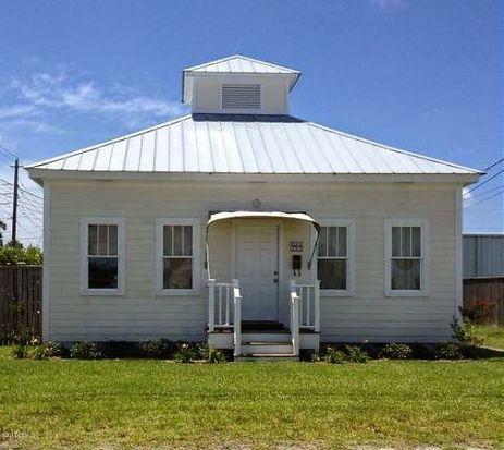 904 Pine St, Beaufort, NC 28516