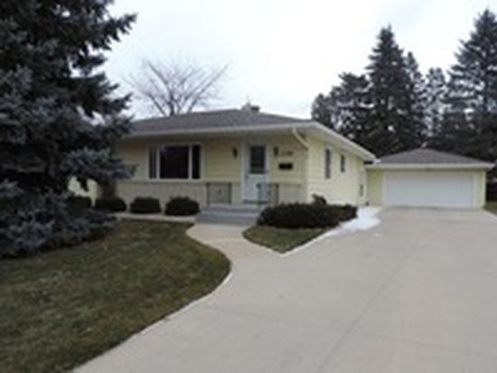 2106 8th St S, Moorhead, MN 56560