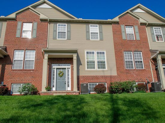240 Woodhaven Dr, Copley, OH 44321