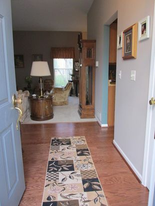 305 S Carriage Trl, Mchenry, IL 60050