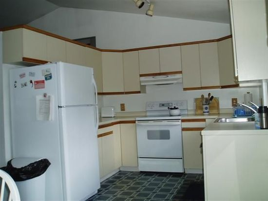 4 Bayberry Rd, Narragansett, RI 02882