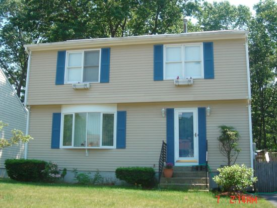 174 Lake Shore Dr, Warwick, RI 02889