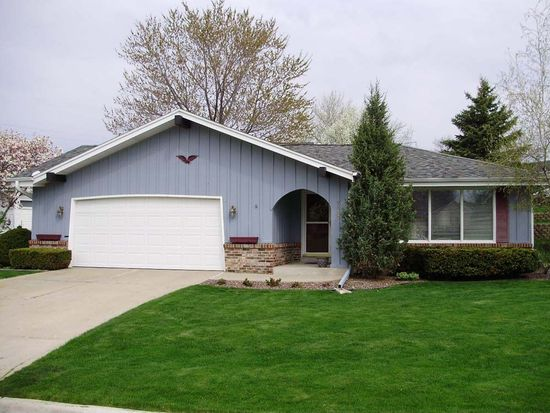 9830 W Plainfield Ave, Greenfield, WI 53228
