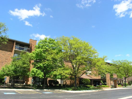 77 Lake Hinsdale Dr APT 106, Willowbrook, IL 60527