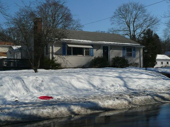 14 Richmond Ave, Barrington, RI 02806