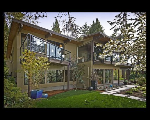 5401 SW Beach Drive Ter, Seattle, WA 98116