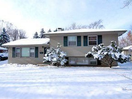 655 Willow Rd, Naperville, IL 60540