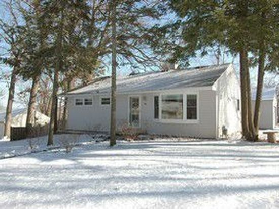 300 Cherokee Trl, Lake In The Hills, IL 60156