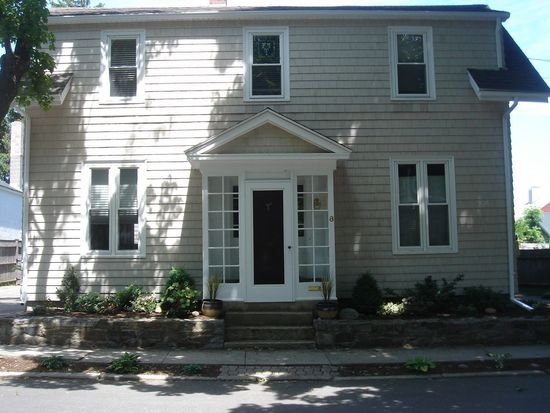8 Beacon Ave, Newburyport, MA 01950