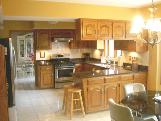251 Bunting Ln, Bloomingdale, IL 60108