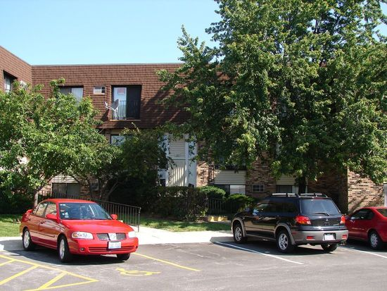 162 S Waters Edge Dr APT 101, Glendale Heights, IL 60139