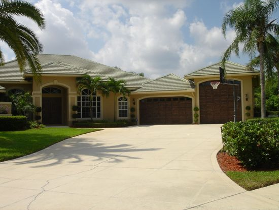18621 Lakeside Gardens Dr, Jupiter, FL 33458