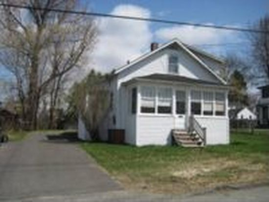 35 Pleasantdale Ave, Waterville, ME 04901