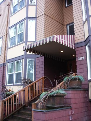 209 N 39th St APT 302, Seattle, WA 98103