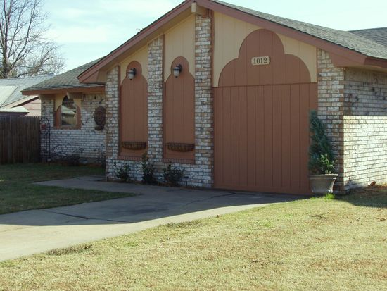 1012 NW 28th St, Moore, OK 73160