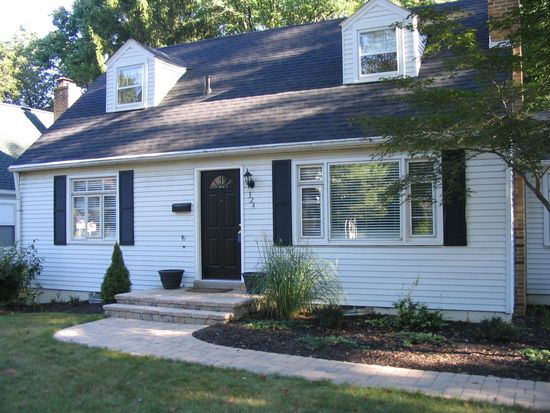324 Colonial Ave, Worthington, OH 43085
