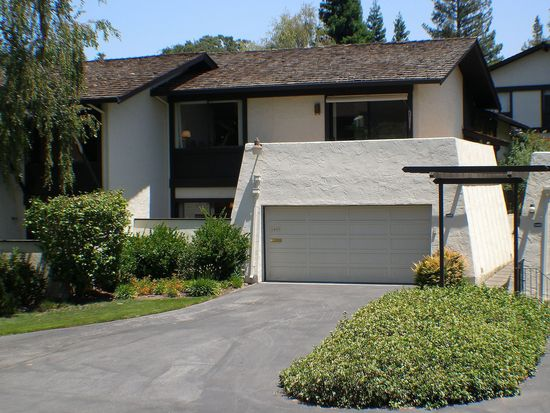 2405 Sharon Oaks Dr, Menlo Park, CA 94025