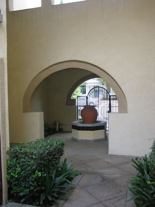 622 E Walnut St, Pasadena, CA 91101